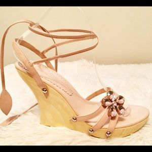 Chinese Laundry Light Pink Crystal Flower Wedges 8